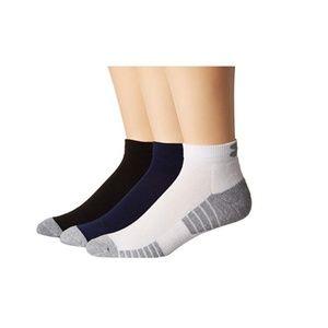Under Armour Men 3 Pair Socks Heatgear Low Cut